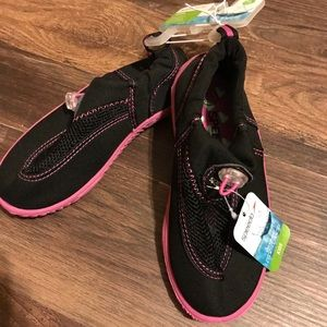 ⬇️$16 Speedo Black & Pink Water Shoes XL-11/12